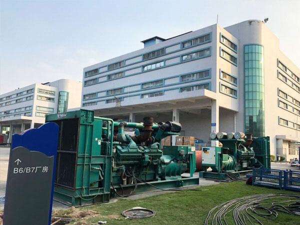重庆某电子厂出租两台800KW康明斯发电机