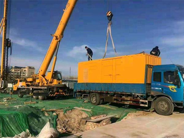 重庆万科工程建设租赁一台大型静音发电机组